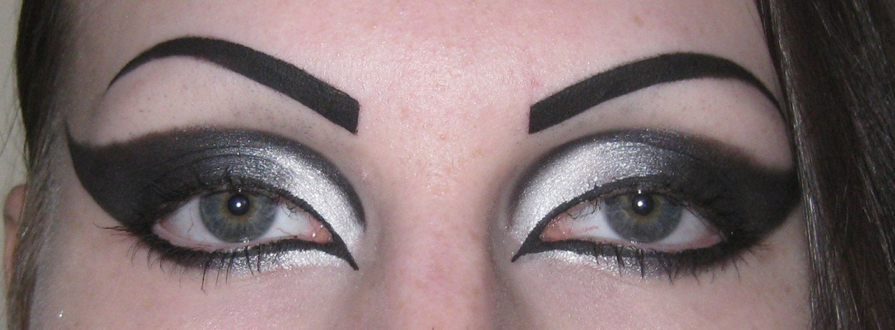 White to Black Makeup (Open)